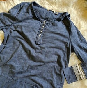 CSoft surroundings raw hem side slit blue shirt